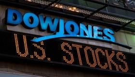 Индекс Dow Jones впервые превысил 34000 пунктов на фоне сильной отчетности и статданных