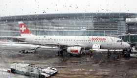 Выручка авиакомпании Swiss за первые полгода снизилась почти на 44%